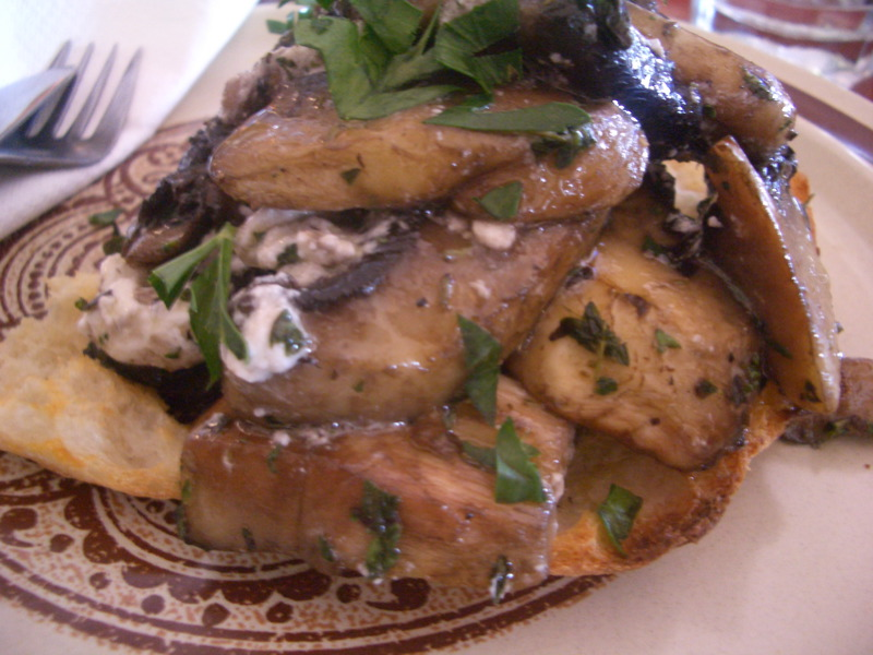 Mushies on toast with feta and thyme