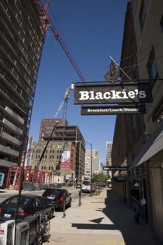 Sloopin A South Loop Blog Blackie S Holding Down The Fort For Years In Printers Row