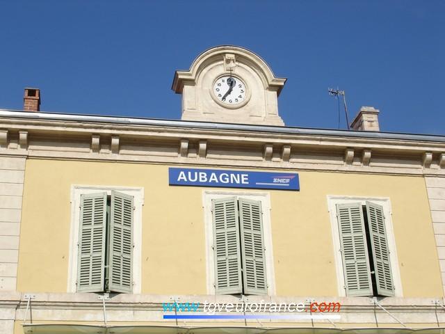 Horloge de la gare d'Aubagne sur le toit du bâtiment voyageurs (BV)