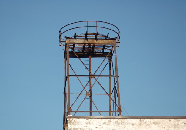 081608_empty_water_tower