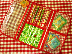 Piquenique! (Carol Grilo • FofysFactory®) Tags: apple picnic handmade buttons crafts florianópolis chess makeup maquiagem carolgrilo hashi pouch maçã xadrez piquenique botões necessaire fofysfactory
