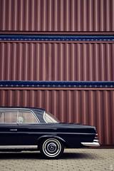 _DSC0055 (romanraetzke) Tags: auto car plane nikon d70 hamburg container chrome mercedesbenz oldtimer hafen chrom leder coup farben freihafen w111 250se