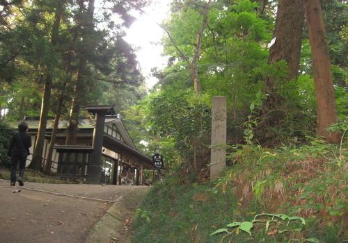 中尊寺(八幡堂・弁慶堂) 弁慶堂 堂の中には、義経と弁慶の像と弁慶の木像を安置する堂。 個人的に