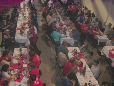 Público presente en la cena de bienvenida a Independiente y en la inuaguración de la Peña -Dale Rojo-