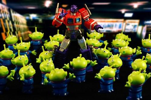 #001 Optimus Prime Rodeado