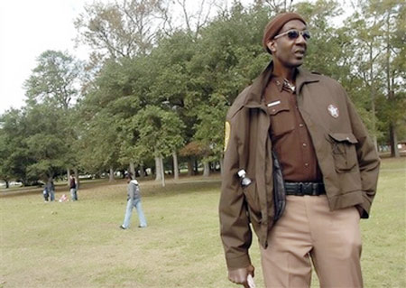 Tallest U.S. man is 7-foot-8 Va. deputy