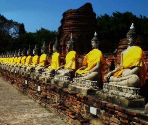 Wat Chaimongkol Buddhas in Winter