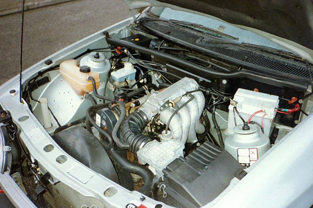 Ford Sierra 2.0i EFi GLS (1987) engine bay