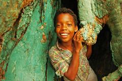 Champetaboy en arbol (ociopintoresco) Tags: colombia nios pintoresco islafuerte
