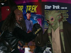 Kit Fisto Arm Wrestles A Klingon (THEREALGINGERPRINCE) Tags: trek star arm wrestling klingon characters kit wars wallasey spaceport fisto costumed gowron nautolan