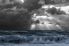 Sturmzeit (b.stanni) Tags: wasser water wolken wellen waves ufer licht unwetter urlaub outdoor ocean ostsee himmel landschaft landscape light clouds blackandwhite bw natur nature meer