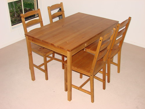 Dining table + 4 chairs ?????
