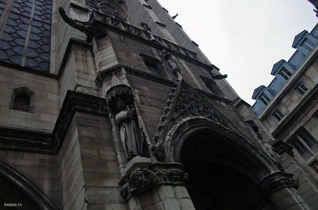 Les sculptures de la façade sont très fines