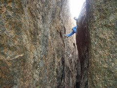 Someone has reached above already (aanjhan) Tags: trekking bangalore rappelling rbin ramnagar chimneyclimbing
