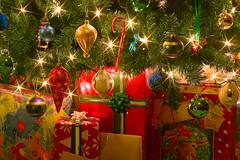 Merry Christmas!!! (olvwu | 莫方) Tags: christmas light usa holiday night ga georgia flash decoration wrap christmastree gift savannah jungpangwu oliverwu oliverjpwu olvwu jungpang 莫方 吳榮邦
