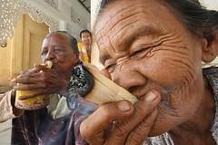 Smoking cheerots!! (Bertrand Linet) Tags: portrait woman pagoda asia southeastasia burma culture cigar smoking myanmar wrinkle cultural tanaka bagan schwedagon birmanie shwezigon charuto birmania cheerot bertrandlinet
