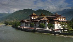 2007-10 Bhutan 683 (blogmulo) Tags: travel architecture dragon bhutan kingdom buddhism monastery viajes dzong himalaya fortress 2007 druk punakha drukpa blogmulo