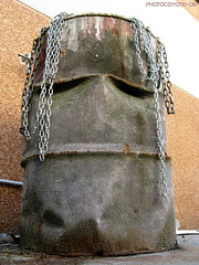 Industrial Face: RASTABARREL (Photocoyote) Tags: italy face canon is chains italia barrel powershot chain a510 ruggine battered romagna cesena barile industriale catena volto catene mywinners oniricamente diamondclassphotographer flickrdiamond sfidephotoamatori chainorama moderneasterisland