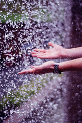(vanessaandres) Tags: water fountain 50mm drops hands greg f18 mintergardens