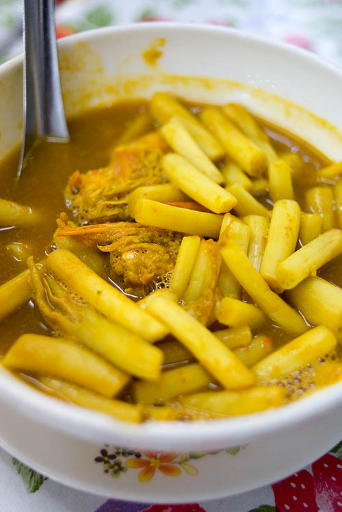 Yellow curry with lotus stalks, Krua Apsorn