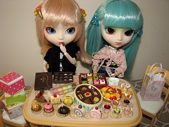 Feast! (~hera~) Tags: blue food cakes japan miniature aqua doll dolls eating gothic lolita blonde pullip rement pullips aquel prunella sugarmag