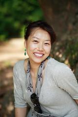 a l'ombre d'un arbre (ouhdeyeah) Tags: portrait coree coreenne vertcanon85mm