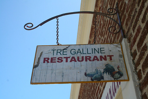 Todos Santos - Tre Galline Restaurant Sign