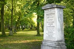 Alois Senefelder (Bundscherer) Tags: friedhof munich münchen licht churchyard date inscription buchstaben inschrift verfallen senefelder lithographie