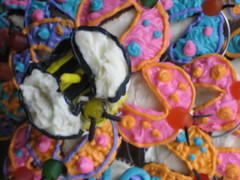 Beatrix's Birthday Cupcakes (BloGGingHoLLy) Tags: cupcakes colorful bugs bee 1stbirthday abugslife acupcakelife