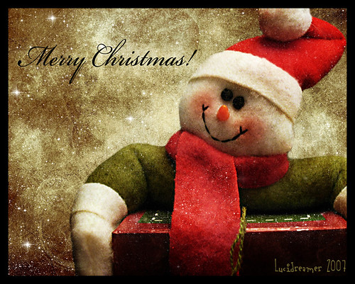 Snowman's Red Box by .lucidreamer..