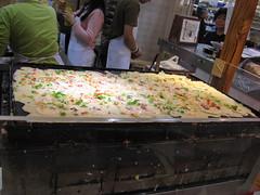 Mitsuwa Marketplace: Kukuru - takoyaki (making)