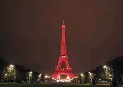 France - Paris 75007 (Thierry B) Tags: city red monument architecture night rouge photography town photo frankreich europa tour nacht dr  frana eiffel bynight toureiffel capitale monuments gustaveiffel eiffelturm geotag francia iledefrance nocturne ville idf westerneurope frankrig  urbain   aaaaa  geolocation  photographies gustaveeiffel     75000     noctambule  photodenuit    php    westeurope photosnocturnes  thierrybeauvir  beauvir wwwbeauvircom droitsrservs