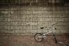 壁際の自転車