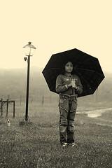 neblina em mariana (Fabiana Velso) Tags: chuva neblina duetos guradachuva fabianavelso