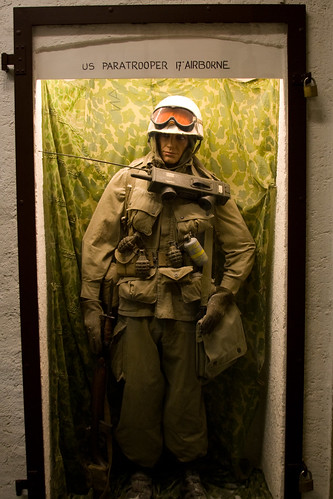 Model of 17th Airborne Paratrooper in Diekirch.jpg
