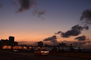 Atardecer con nubes en el Malecón de La Habana