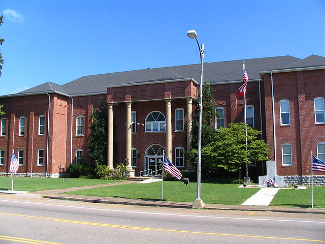 Bledsoe County Courthouse - Pikeville, TN