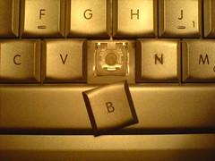 cameraphone b powerbook macintosh keyboard tastatur broke vacuumcleaner kaputt staubsauger keycap