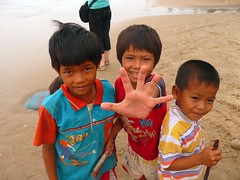 "The 3 ""amigos"" in the fishing village in Vietnam. (purplecamaleon) Tags: world travelling photography photo asia vietnamese foto image carlos vietnam fotografia fotografo southasia peralta southvietnam purplecamaleon carlosperalta vietnamdelsur"