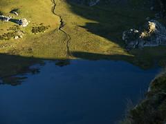 Sombras en el Lago Ercina (jtsoft) Tags: landscape asturias olympus ercina picosdeeuropa e510 cangasdeons lagosdecovadonga zd1454mm jtsoftorg