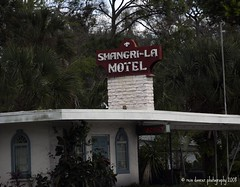 Shangri-La (ddancernc) Tags: signs florida highway1 daytonabeach 2008 floridavacation a1a novideo vintagemotels vintagemotelsigns ddancer debbiedancer reindancerphotography