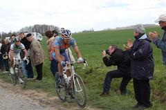 Paris-Roubaix 2008 (Boi Tom) Tags: paris cycling carrefour roubaix wielrennen 1896 parisroubaix carrefourdelarbre 13april2008 parisroubaix2008