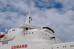 Puente del Queen Elizabeth 2 (Tomas R Vigo) Tags: bridge cruise espaa puente spain ship elizabeth queen galicia mando 2008 cunard pontevedra qe2 vigo chimenea crucero trasatlantico transatlantico