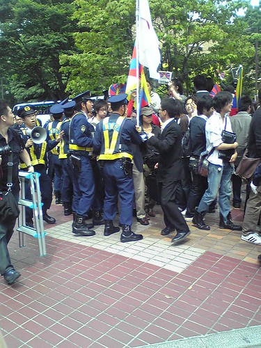 Police keeping things control during Hu Jintao's Waseda University visit 4