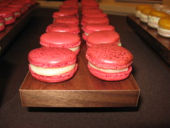Pierre Hermé: Macaron Ispahan (close up)