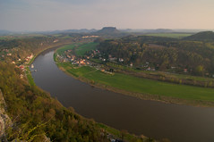 Evening Light over Saxony (Xindaan) Tags: trees sunset orange mountain mountains nature water rock river germany landscape geotagged deutschland schweiz evening abend dresden nationalpark nikon sandstone bravo wasser sonnenuntergang dusk saxony natur tokina berge sachsen 28 dmmerung fluss landschaft fortress sandstein 2009 soe baum mesa elbe bastei felsen tafelberg festung lilienstein schsische rathen kurort d300 elbsandsteingebirge saxonswitzerland 1116 mywinners abigfave knigsstein anawesomeshot theunforgettablepictures 1116mm tokina1116mmf28 atx116prodx tokina1116 vosplusbellesphotos 281116 elbsandsteingebirgelandschaftnaturlandscapenature