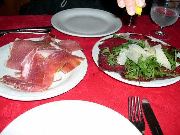 蜜瓜生牛肉片和起司臘肉