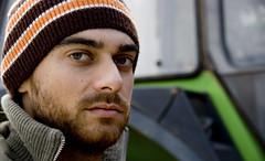 (el flaco de la gorra) Tags: puente gorro retrato victor mirada naranja barba diciembre 2007 albacete finca chato 78y9dediciembre2007
