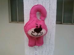 gatinho pink (Denise Bierende) Tags: crazy quilt foundation feltro tear patchwork em bolsas almofada gatinho decoupage bordados sacolas pontocruz vagonite sottopentola pinturaemmadeira apliques panodeprato pontocaseado casinhadeabelha pannodacucina conjuntodetoalhas
