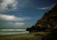 Playa Las Brisas. (Pablo Leautaud.) Tags: light costa moon luz mxico canon geotagged mexico eos luna moonlight michoacan 30d artphoto lasbrisas pleautaud geo:lat=185598118469265 geo:lon=103641088687385